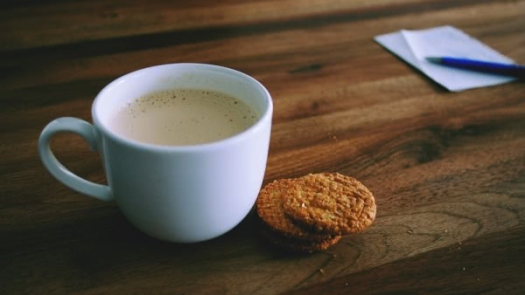 coffee-cup-and-biscuits-on-table (1)