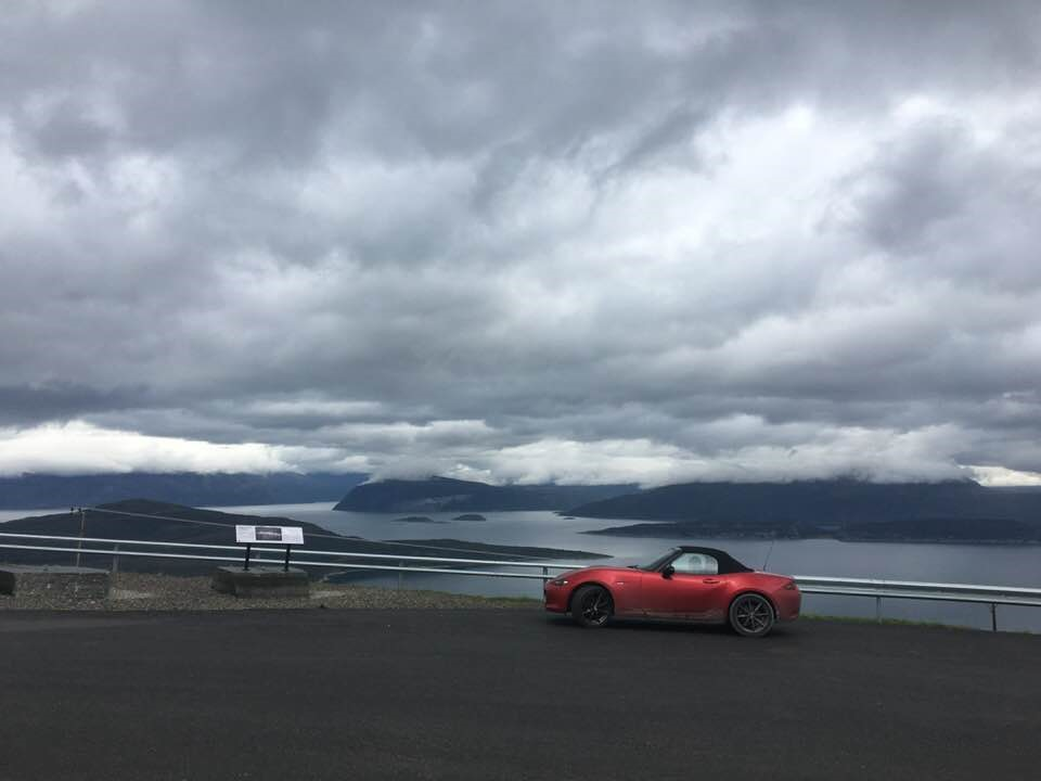 Maisema_auto